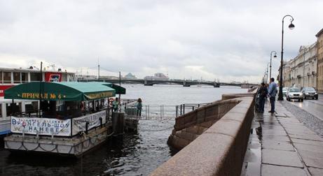 Водные экскурсии для детей на Дворцовой набережной, 18