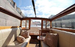 индивидуальные экскурсии и прогулки на катерах в Санкт-Петербурге